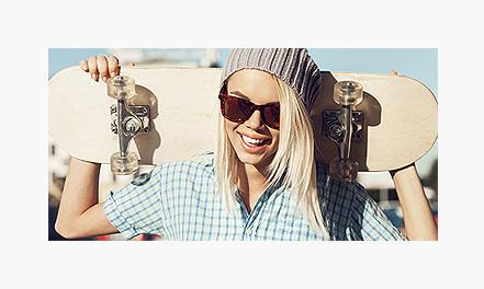 Blonde skater girl